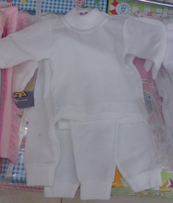 ed35aca34 انصحك اختي بهذا الطقم لانه ناعم جدا كجلد الطفل ,لبسيه طفلك قبل ما تلبسيه  الملابس الشتوية. المقاسات 9,6,3 شهور . سعرها 20 ريال