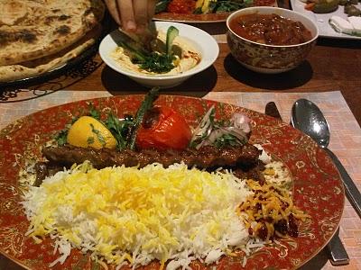 كباب كوبيده على الطريقة الايرانية hwaml.com_1296911464_528.jpg