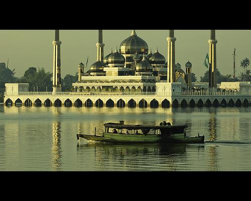 المسجد الكريستالي ماليزيا hwaml.com_1297334826