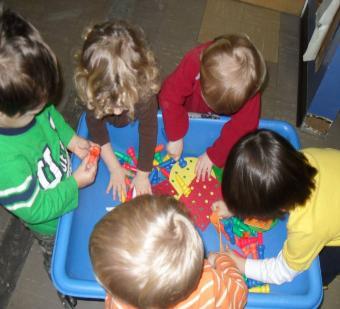 فوائد اللعب الاطفال hwaml.com_1311452513_880.jpg