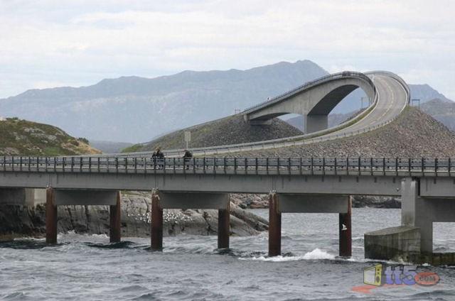 جسر رهيب يخدع السائقين hwaml.com_1316696493_262.jpg