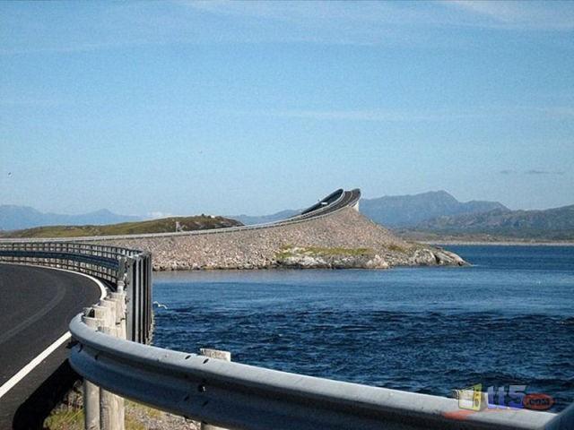 جسر رهيب يخدع السائقين hwaml.com_1316696493_825.jpg