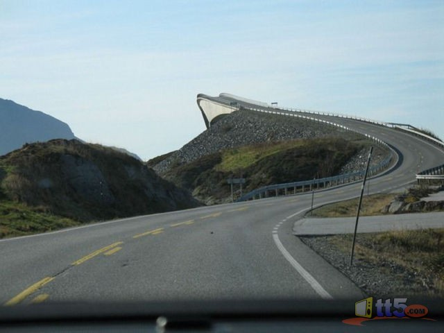 جسر رهيب يخدع السائقين hwaml.com_1316696494_361.jpg