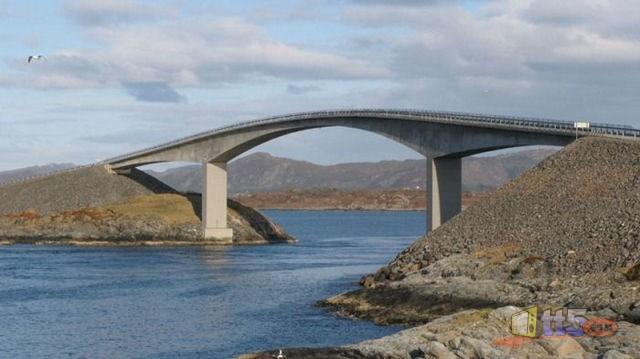 جسر رهيب يخدع السائقين hwaml.com_1316696494_516.jpg