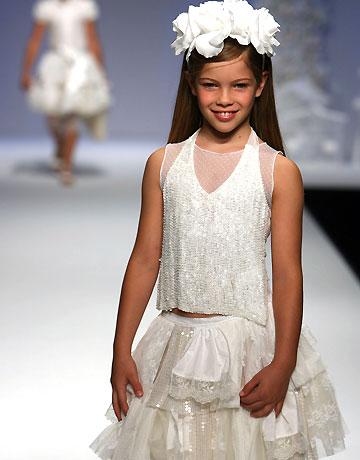فساتين بتشكيلاتها الرائعة للأطفال hwaml.com_1327448854_162.jpg