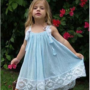 فساتين بتشكيلاتها الرائعة للأطفال hwaml.com_1327448855_820.jpg
