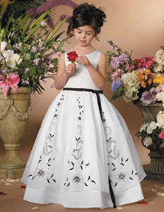 أزياء فساتين للأفراح والأعياد للبنوتات hwaml.com_1328110963