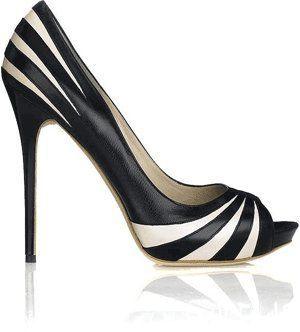 """c8d0abb31 إن الاحذية هي امتداد لشخصيتنا، وعلى المرأة التأكد قبل شرائها الحذاء بأنه  مريح ويناسبها تماماً. أطلقت مجموعة واحدة من الأحذية حملت عنوان """"الأصدقاء""""  اخبرنا من ..."""