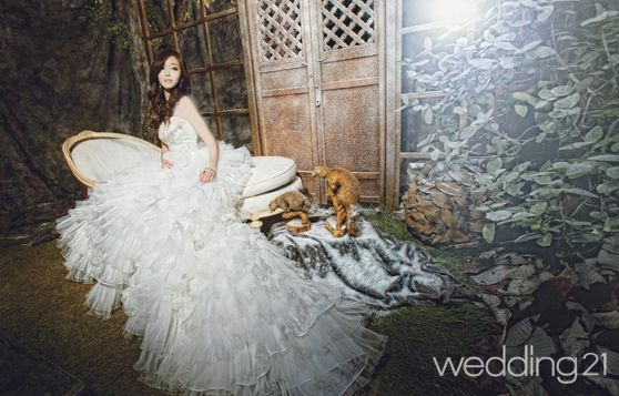 فساتين زفاف يابانية رائعة 2012 hwaml.com_1332674462_995.jpg