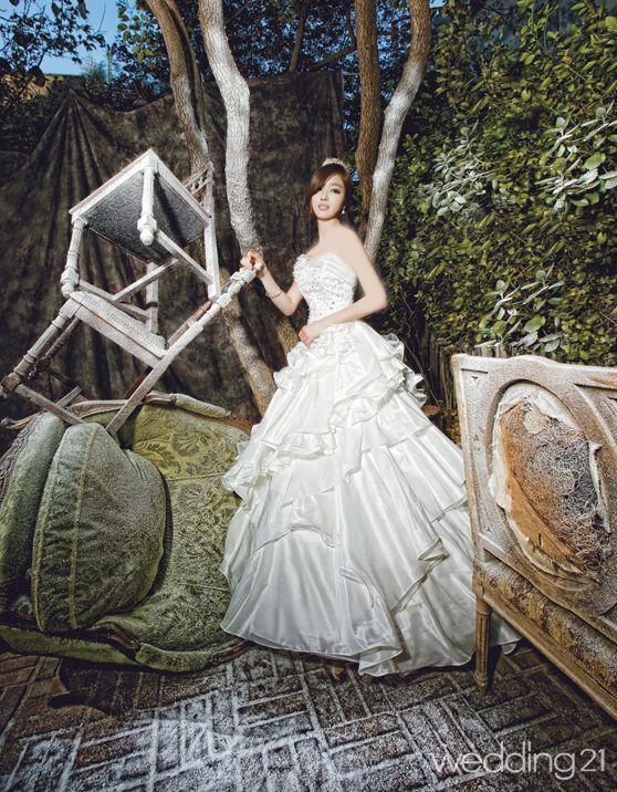 فساتين زفاف يابانية رائعة 2012 hwaml.com_1332674463_676.jpg