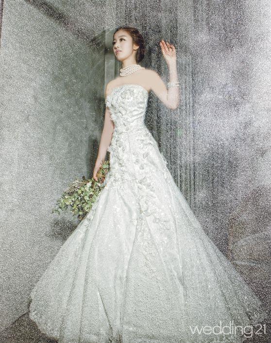 فساتين زفاف يابانية رائعة 2012 hwaml.com_1332674464_786.jpg