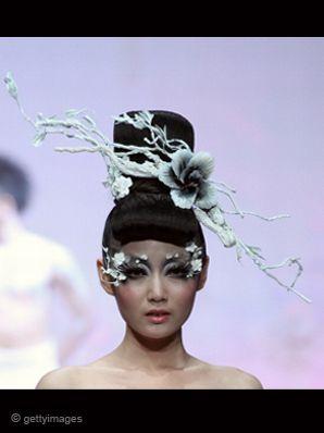 582e4cdaa8dd5 غرائب مكياج أسبوع الموضة في الصين 2012
