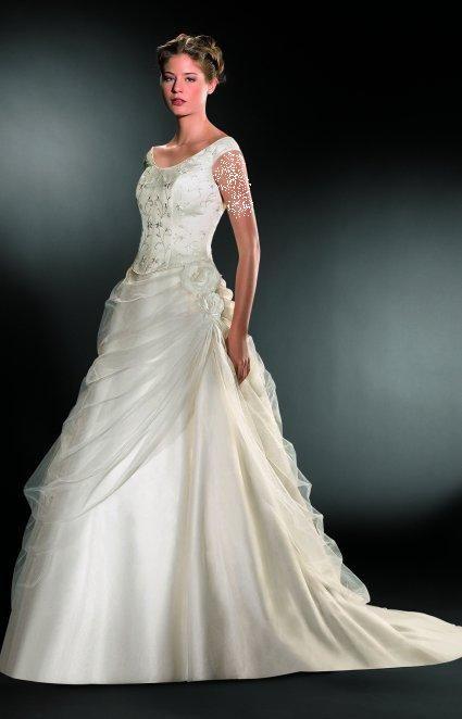 فساتين زفاف جميلة فستاين زفاف hwaml.com_1337396983_705.jpg