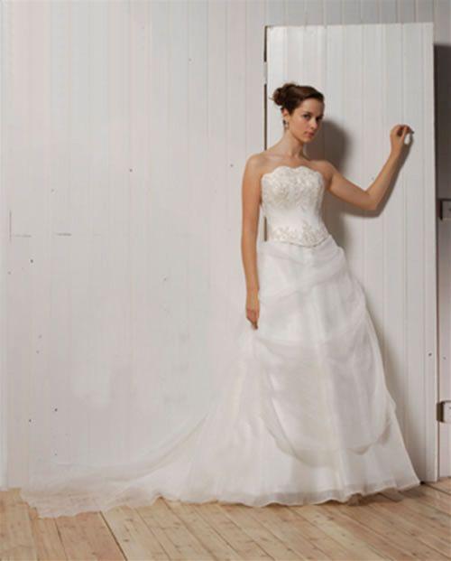 فساتين سواريهات فساتين زفاف تحفة
