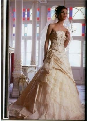 17db8395d صور فساتين راقية للعروس 2013 ، ارقي فساتين للعروس 2014 ، فساتين زفاف مختلفة
