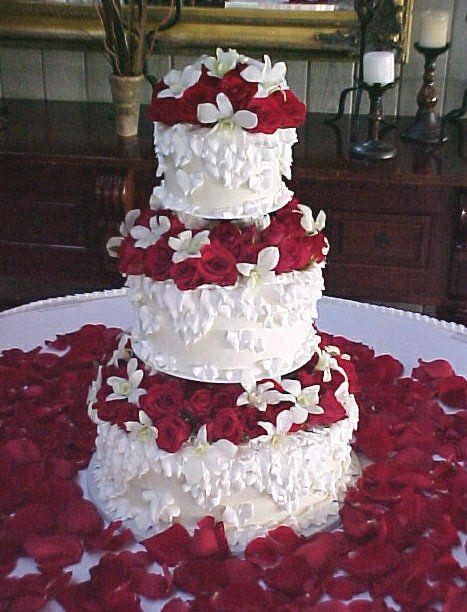 hwaml.com 1339278689 279 كعكات زفاف روعة ذات الشكل الجميل و المذاق اللذيذ