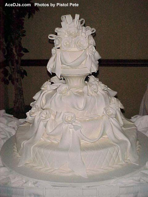 hwaml.com 1339278689 925 كعكات زفاف روعة ذات الشكل الجميل و المذاق اللذيذ