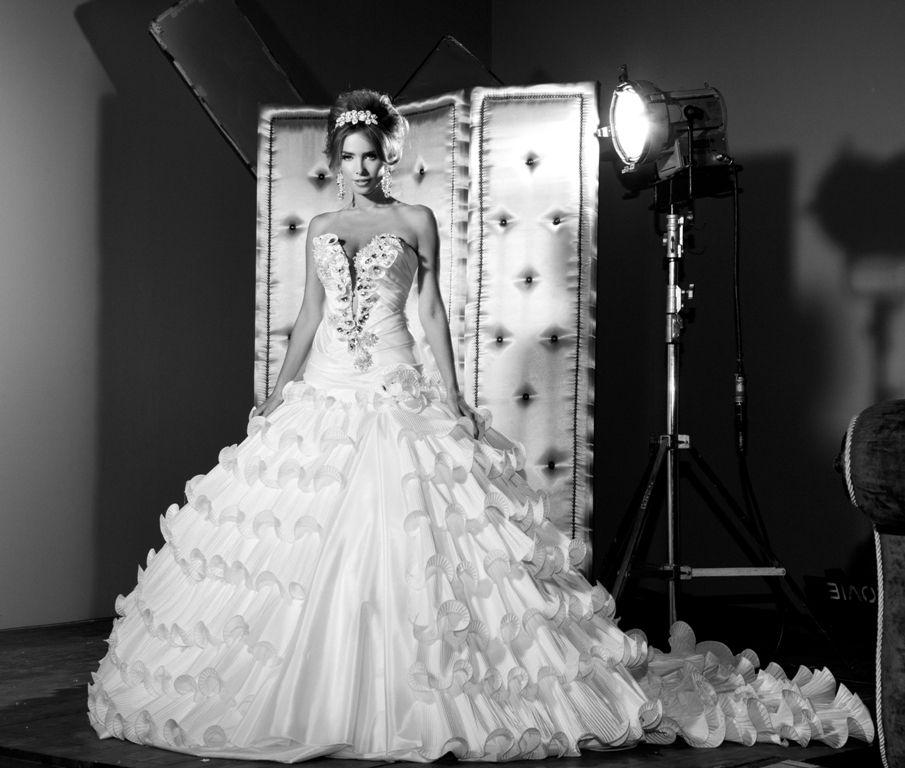 c10a735c1ec91 فساتين زفاف غاية في الجمال 2012 ، فساتين زواجات ولا اروع 2013، صور فساتين  اعراس 2013