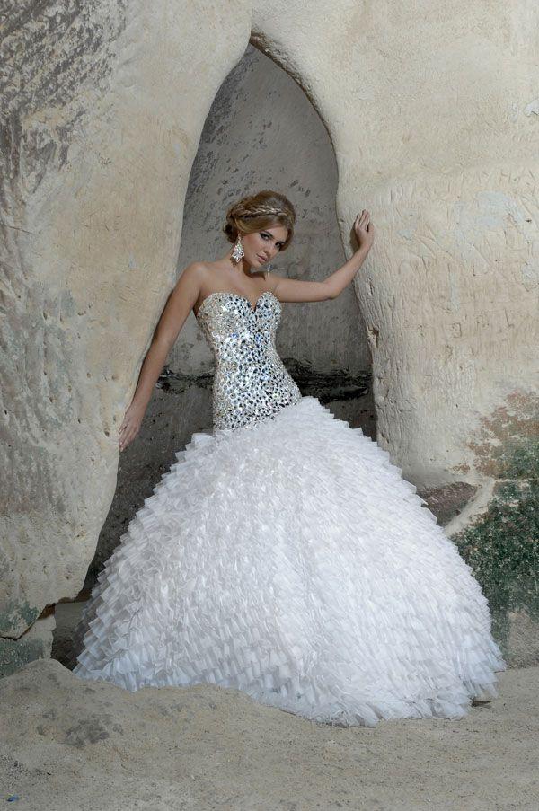 51f692096893e فساتين زفاف بتصميم عالمية 2012 ، فساتين زفاف ماركات عالمية 2013 ، فساتين  زفاف شيك