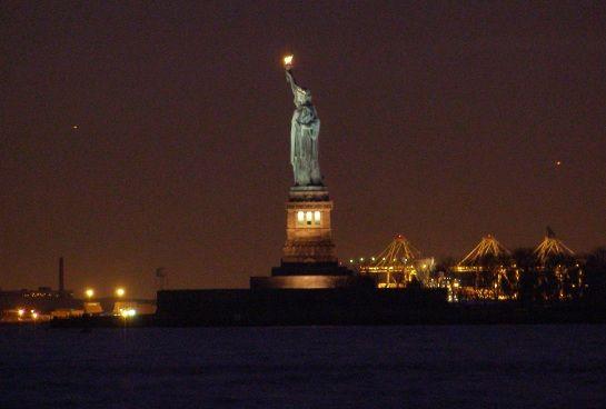 تمثال الحريه الأمريكي الساحر hwaml.com_1339920667