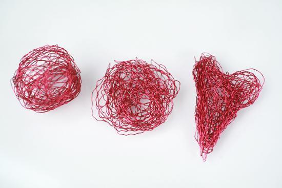 كيفية عمل قلوب حمراء hwaml.com_1344054699