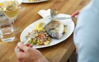 اتيكيت الاكل في المطعم , اسلوب الاكل في المطاعم hwaml.com_1345984809_302.jpg