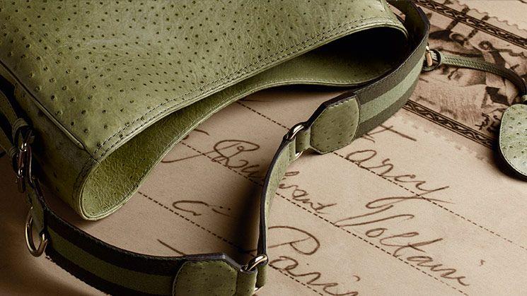 اجدد ستايلات للشنط والاحذاية روعة hwaml.com_1346219634_327.jpg