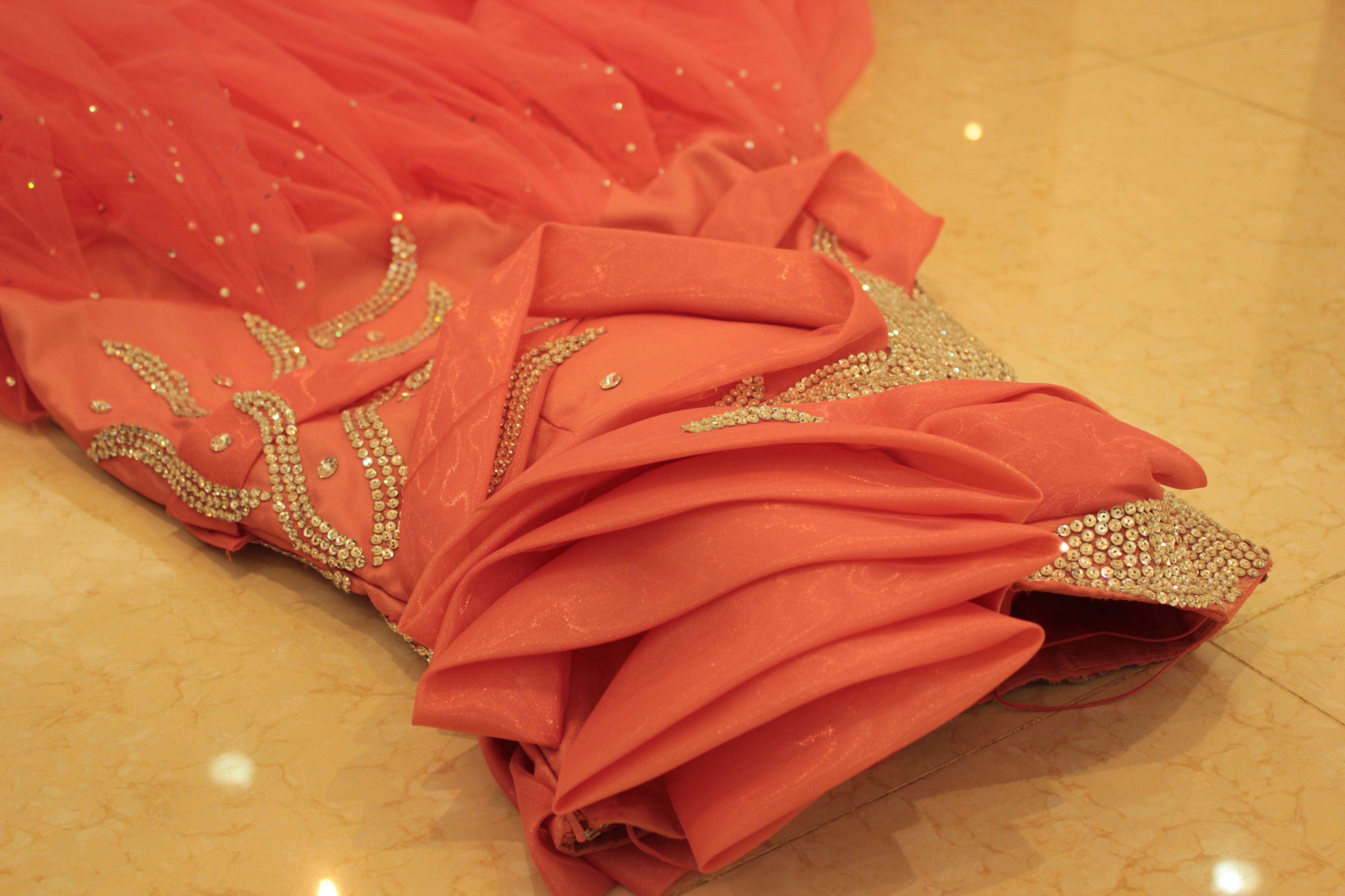 461b0ea741873 فستان زواج + ملكة + غمرة تصميمات عجيبه للبيع..
