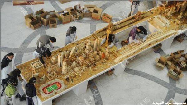 صيني يبني نموذج لمدينة شنقهاي من البسكويت hwaml.com_1357462234