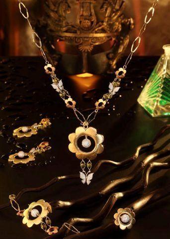 مجوهرات فخمة مجوهرات مميزة hwaml.com_1359280651_148.jpg