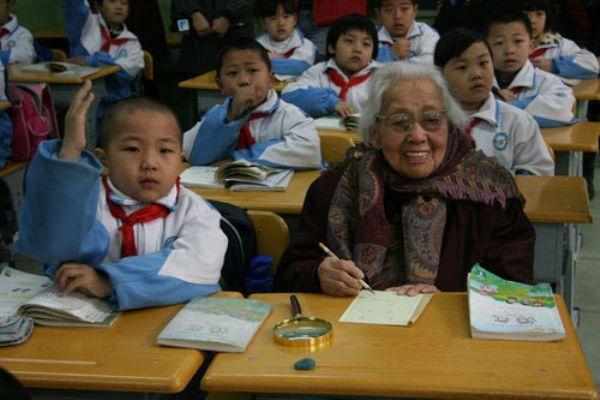 اكبر تلميذة بالعالم المرحلة الابتدائية