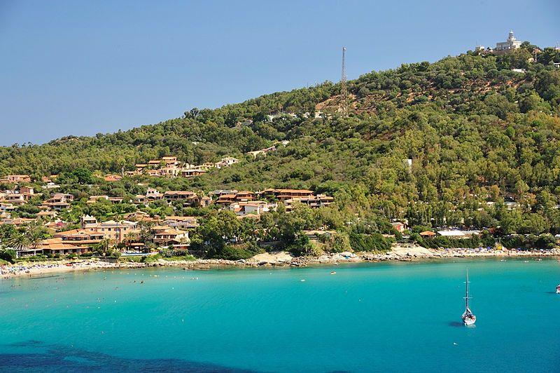 جزيرة سرادنية الايطالية hwaml.com_1388609488_806.jpg
