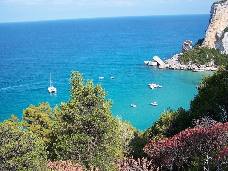 جزيرة سرادنية الايطالية hwaml.com_1388609505_428.jpg