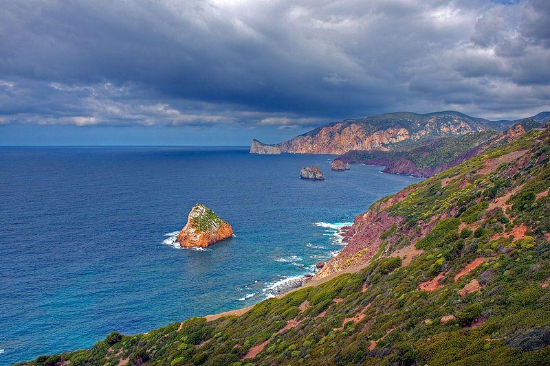 جزيرة سرادنية الايطالية hwaml.com_1388609510_181.jpg